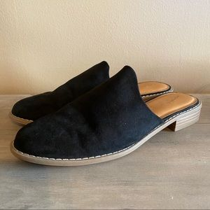 UNIVERSAL THREAD Black Faux Suede Mules Size 9
